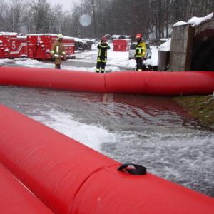 Waterkering met water vulbaar